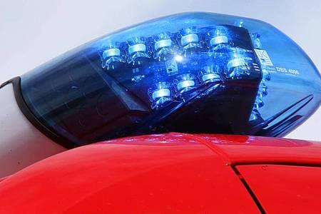 Ein Blaulicht der Feuerwehr. Foto: Stephan Jansen/dpa/Symbolbild