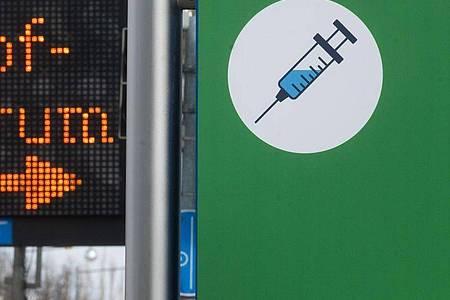 Einheitliche Erleichterungen für Geimpfte und Genesene sollen auf den Weg gebracht werden. Foto: Julian Stratenschulte/dpa