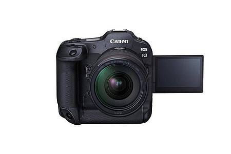 Der Touchscreen (4,1 Millionen Pixel) der Canon EOS R3 ist dreh- und schwenkbar, was im Profibereich nicht selbstverständlich ist. Foto: Canon/dpa-tmn
