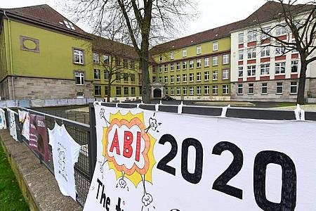 Abi 2020 - in Bayern werden die Prüfungen wegen des Coronavirus auf dem 20. Mai verschoben. Foto: Uwe Zucchi/dpa