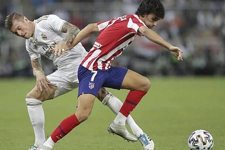 Der Portugiese Joao Felix (r) vollbrachte im ersten Jahr bei Atlético Madrid noch keine Ruhmestaten. Foto: Hassan Ammar/AP/dpa