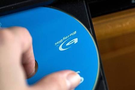 Wer eine Filmsammlung besitzt, wird einemPlayer vermutlich erst einmal treu bleiben. Foto: Christin Klose/dpa-tmn