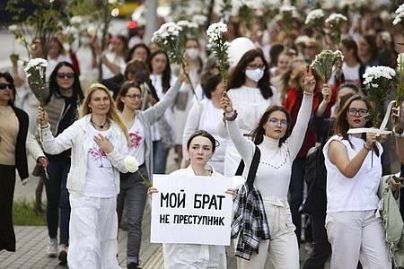 Belarussische Frauen wollen mit ihrem Protest die Freilassung von Gefangenen erreichen. Foto: Uncredited/AP/dpa/Archiv