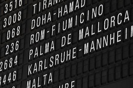 Seit Montag können deutscheUrlauber wieder nach Mallorca fliegen. Foto: Arne Dedert/dpa