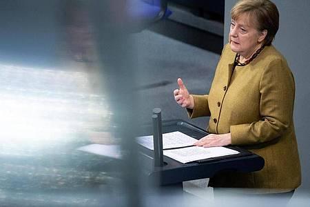 Auch im TVThema: Kanzlerin Angela Merkel (CDU) hält eine Regierungserklärung zu den Ergebnissen der Bund-Länder-Runde. Foto: Bernd von Jutrczenka/dpa