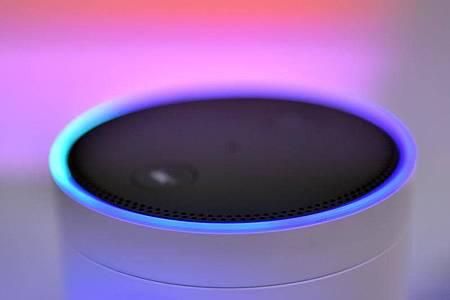 Alexa soll nun in einfache Gespräche im Haushalt eingebunden werden können. Foto: Britta Pedersen/dpa-Zentralbild/dpa