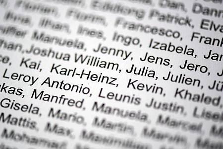 Die Qual der Wahl:Unzählige Vorname auf einer Liste. Foto: Federico Gambarini/dpa