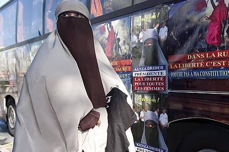 Nur wenige muslimische Frauen in Frankreich tragen überhaupt Schleier. Foto: Ian Langsdon/EPA/dpa