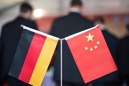 Die Gespräche zwischen Deutschland und China sind von wachsenden politischen Spannungen überschattet. Foto: picture alliance/Ole Spata/dpa