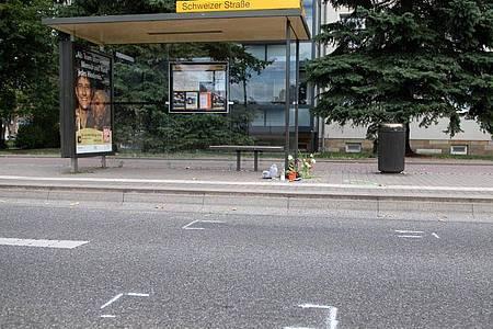 Der Junge war auf der Budapester Straße in Richtung Zentrum von einem Auto angefahren worden. Foto: Sebastian Kahnert/dpa-Zentralbild/dpa