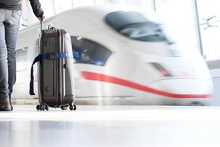 Fernzüge werden umgeleitet und halten statt in Wolfsburg in Braunschweig. Foto: Arne Dedert/dpa/Symbolbild