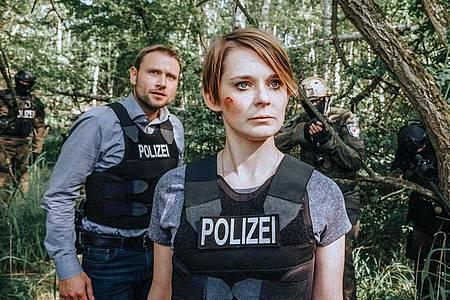 Das ungleiche Ermittlerduo Sanela Beara (Nadja Bobyleva) und Kriminalhauptkommissar Lutz Gehring (Max Riemelt). Foto: Gordon Muehle/ZDF/Network Movie/Arte/dpa