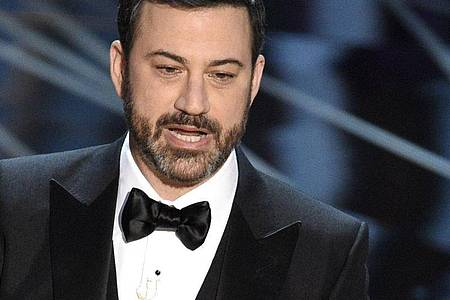 Der US-Talkmaster Jimmy Kimmel wird am Sonntag die virtuelle Verleihung der Emmy Awards moderieren. Foto: Chris Pizzello/Invision/AP/dpa