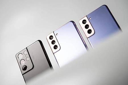 1, 2 oder 3? Samsungs neue Smartphones Galaxy S21 (rechts), S21+ (Mitte) und S21 Ultra (links). Foto: Zacharie Scheurer/dpa-tmn