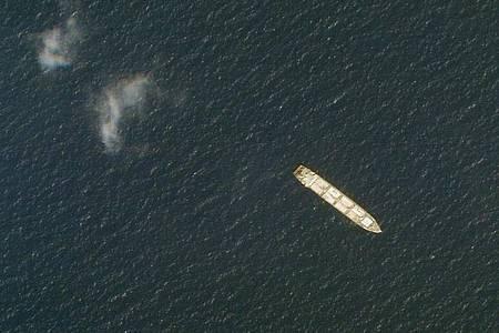 Das iranische Frachtschiff MV Saviz liegt im Roten Meer vor der Küste des Jemen. Foto: -/Planet Labs Inc./AP/dpa