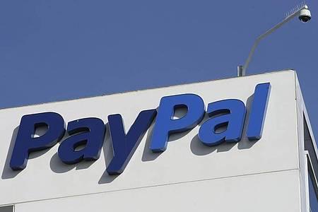 Kommt derzeit durch den Boom beim Online-Shopping in der Corona-Pandemie auf eine Marktkapitalisierung von 320 Milliarden Dollar. Foto: Paul Sakuma/AP/dpa