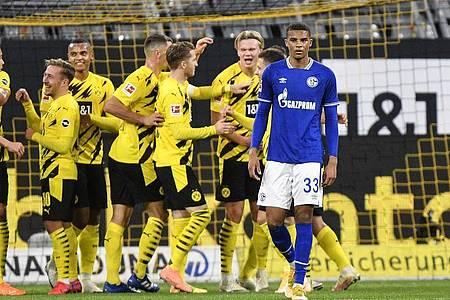 Jubel beim BVB, Frust bei Schalke nach dem Revierderby in Dortmund. Foto: Martin Meissner/AP-Pool/dpa