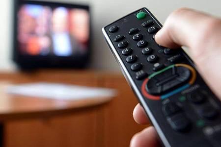 Auch alte Fernseher können die Internet-Verbindung empfindlich stören. Foto: picture alliance/dpa/Symbolbild