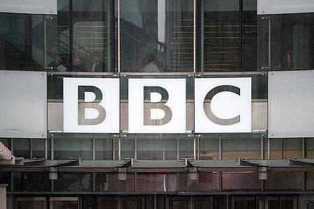 Die öffentlich-rechtliche Rundfunkanstalt BBC (British Broadcasting Corporation) gerät zunehmend unter Druck. Foto: Anthony Devlin/PA Wire/dpa