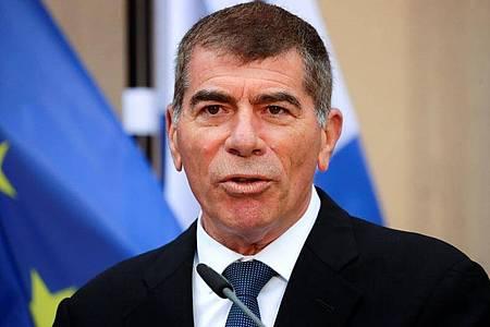 Gabi Aschkenasi, Außenminister von Israel bei einer eine Pressekonferenz. (Archivbild). Foto: Hannibal Hanschke/Reuters-Pool/dpa