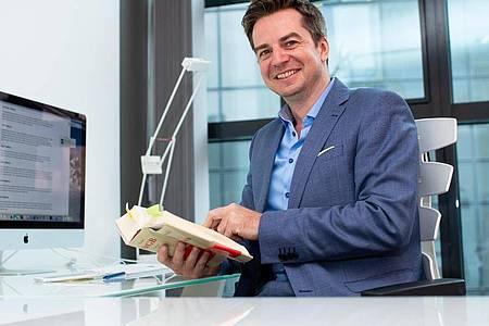 Der Münchner Anwalt Alexander Stevens ist Moderator der Gerichtsshow «Im Namen des Volkes - So urteilt Deutschland». Foto: Sven Hoppe/dpa