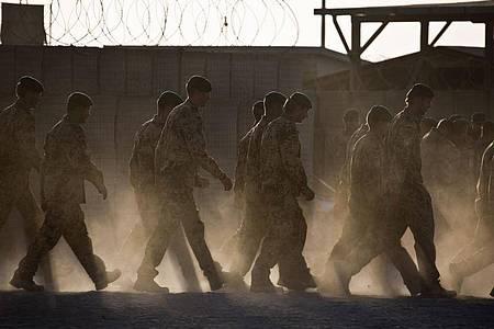 Die Bundeswehr stellt sich in Absprache mit den Nato-Verbündeten auf einen deutlich schnelleren Abzug aus Afghanistan ein. Foto: Michael Kappeler/dpa