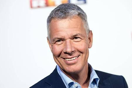 Peter Kloeppel, der Chefmoderator von «RTL Aktuell», wusste sich zu helfen. Foto: Christian Charisius/dpa