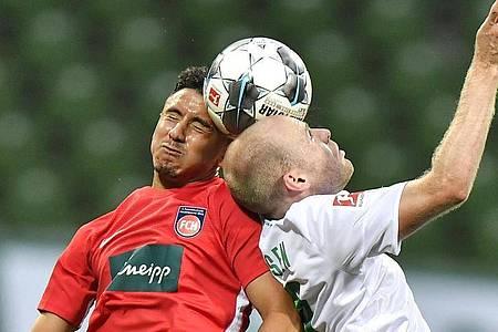 Im Relegationsspiel zwischen dem 1. FC Heidenheim und Werder Bremen wird es hart zur Sache gehen. Foto: Martin Meissner/AP POOL/dpa