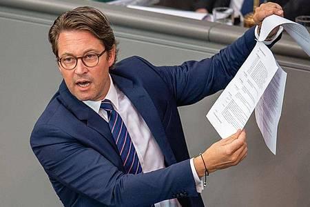 Die Opposition wirft Verkehrsminister Scheuer schwere Fehler etwa bei der Vergabe der Pkw-Maut vor. Foto: Lisa Ducret/dpa