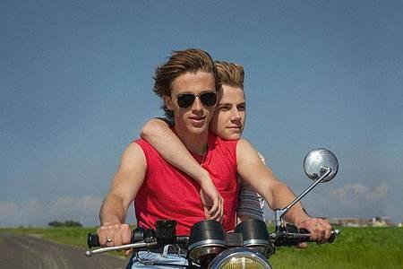 Alexis (Felix Lefebvre)und David (Benjamin Voisin)genießen einen unbeschwerten Sommer. Foto: Wild Bunch/dpa