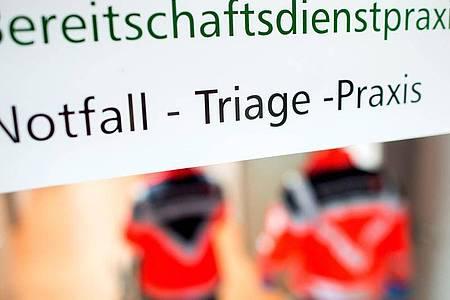 Der Eingang einer «Notfall-Triage-Praxis» in Niedersachsen. Foto: Hauke-Christian Dittrich/dpa