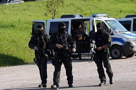 Die Polizei ist mit einem Großaufgebot im Einsatz. Foto: Sven Kohls/SDMG/dpa
