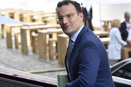 Gesundheitsminister Jens Spahn kommt zur Vorstands-Klausur der CDU/CSU-Bundestagsfraktion. Foto: Tobias Schwarz/AFP Pool/dpa