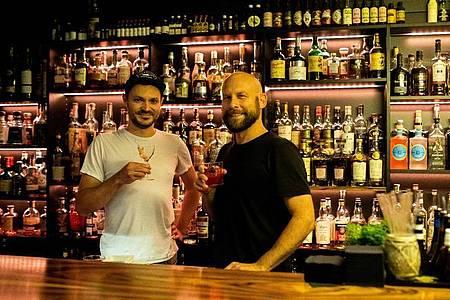 Andreas Schöler (l) und Boris Gröner, die Geschäftsführer der One Trick Pony Bar in Freiburg. Foto: Philipp von Ditfurth/dpa