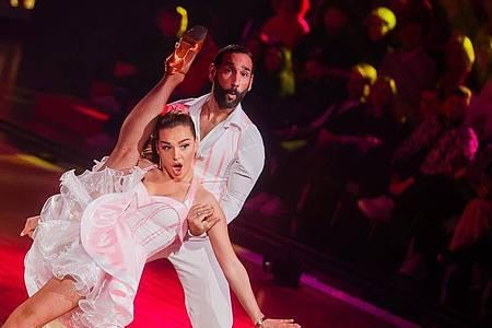 Lili Paul-Roncalli und Massimo Sinató sind das Siegerpaar bei «Let`s Dance». Foto: Rolf Vennenbernd/dpa/Archiv