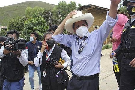 Bei der Präsidentenwahl in Peru liegt der Linkskandidat Pedro Castillo überraschend vorne. Foto: -/Andina News Agency/AP/dpa