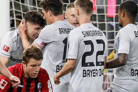 Leverkusen siegte in Freiburg dank Kai Havertz (l). Foto: Ronald Wittek/epa/Pool/dpa