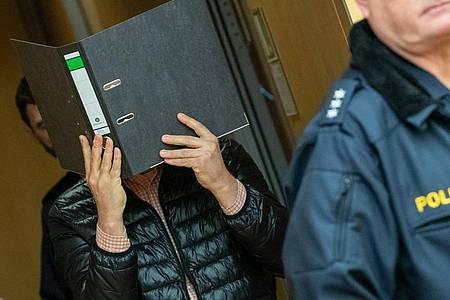 Der Logopäde beim Prozessbeginn im März im Würzburger Landgericht. Foto: Daniel Karmann/dpa