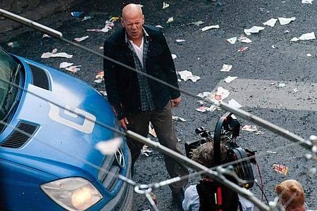 Bruce Willis bei den Dreharbeiten zu «Stirb langsam ? Ein guter Tag zum Sterben». Foto: picture alliance / dpa