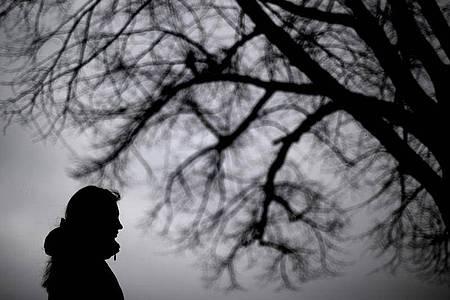 Soziale Isolation, Angst um Angehörige und um ein verlängertesStudium - Studenten leiden unter den Corona-Maßnahmen nicht nur finanziell, sondern auch psychisch. Foto: picture alliance / Julian Stratenschulte/dpa
