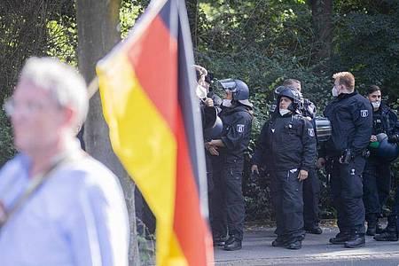 Dürfen Corona-Skeptiker in Berlin demonstrieren?Das müssen die Gerichte heute entscheiden. Foto: Christoph Soeder/dpa