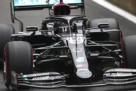 Nicht einzuholen: Lewis Hamilton fährt im Training Tagesbestzeit. Foto: Ben Stansall/PoolAFP/AP/dpa