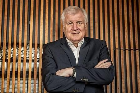 Horst Seehofer (CSU), Bundesminister des Innern, für Bau und Heimat, aufgenommen nach einem Interview mit der dpa Deutsche Presse-Agentur. Foto: Michael Kappeler/dpa