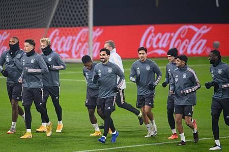 Die Spieler der deutschen Nationalmannschaft beim Abschlusstraining in Leipzig. Foto: Robert Michael/dpa-Zentralbild/dpa