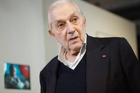 Er hat den Look der frühen James-Bond-Filme entscheidend mitgeprägt:Sir Ken Adam. Foto: picture alliance / dpa