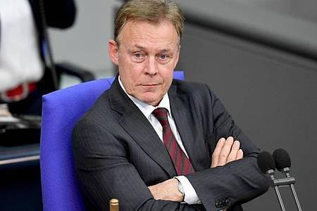 SPD-Politiker Thomas Oppermann fordert zumindest eine vorübergehende Lockerung der Sanktionen gegen den Iran angesichts der schweren Lage auch durch die Corona-Krise. Foto: Britta Pedersen/ZB/dpa/Archiv