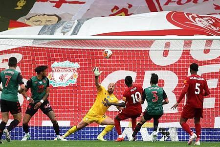 Sadio Mané (3.v.r) erzielte für den FC Liverpool das 1:0. Foto: Carl Recine/Nmc Pool/PA Wire/dpa