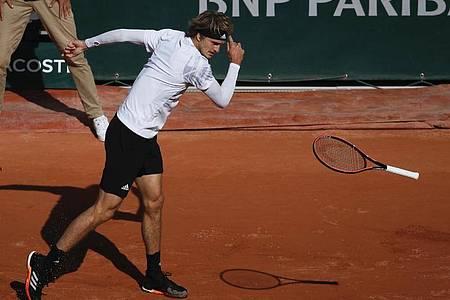 Alexander Zverev ist bei den French Open gegen den Italiener Jannik Sinner ausgeschieden. Foto: Christophe Ena/AP/dpa