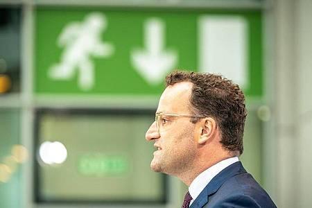 Gesundheitsminister Jens Spahn (CDU) will die Regeln für Reiserückkehrer aus Risikogebieten ändern. Foto: Michael Kappeler/dpa