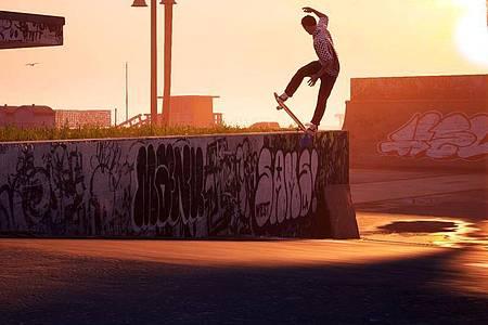 Hoch hinaus:Für jeden Trick gibt es in «Tony Hawk?s Pro Skater 1+2» Punkte und Spielgeld, mit dem sich dann zum Beispiel neue Boards freischalten lassen. Foto: Activision/dpa-tmn